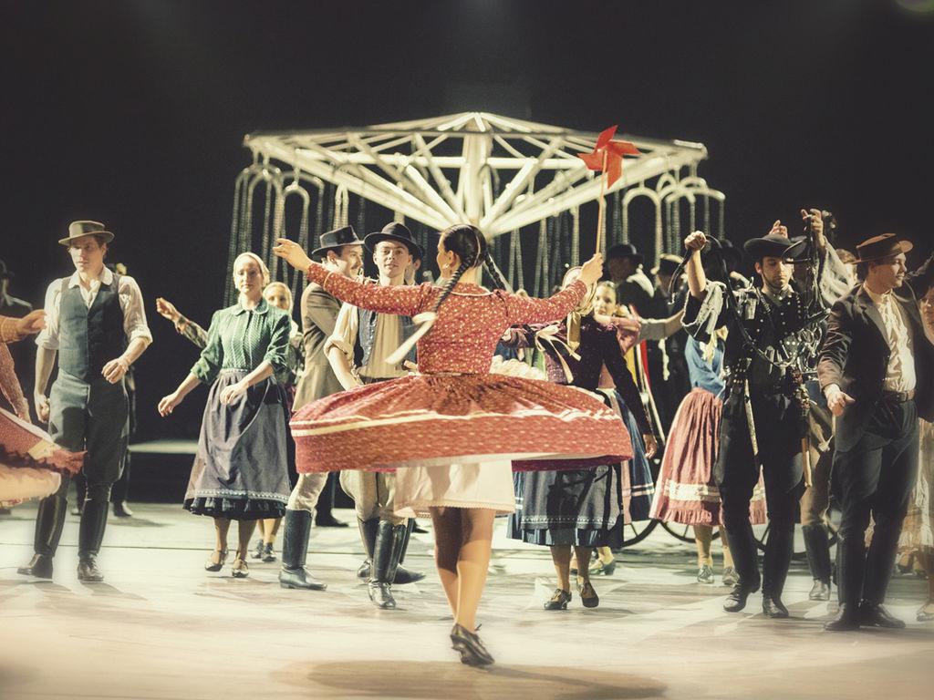 Körhinta, a Nemzeti Színház és a táncegyüttes produkciója